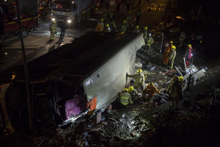 Hongkongis sai bussiõnnetuses surma vähemalt 19 inimest