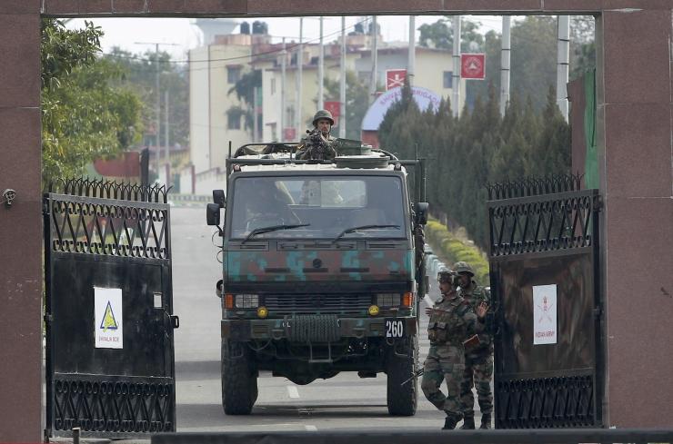 Kashmiris hukkus rünnakus India armeebaasile 10 inimest