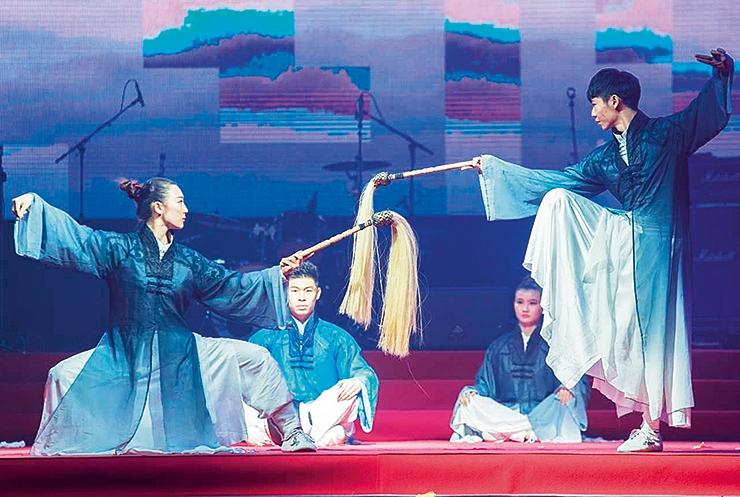 Hiina uusaasta paneb draakonid tantsima ja kujurid rahva silme all kutsusid looma