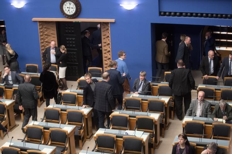 Riigikogu lükkas vapside rehabiliteerimise eelnõu tagasi
