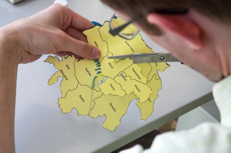 Erikomisjon kaalub EL-i toetuste saamiseks Eesti jagamist kaheks