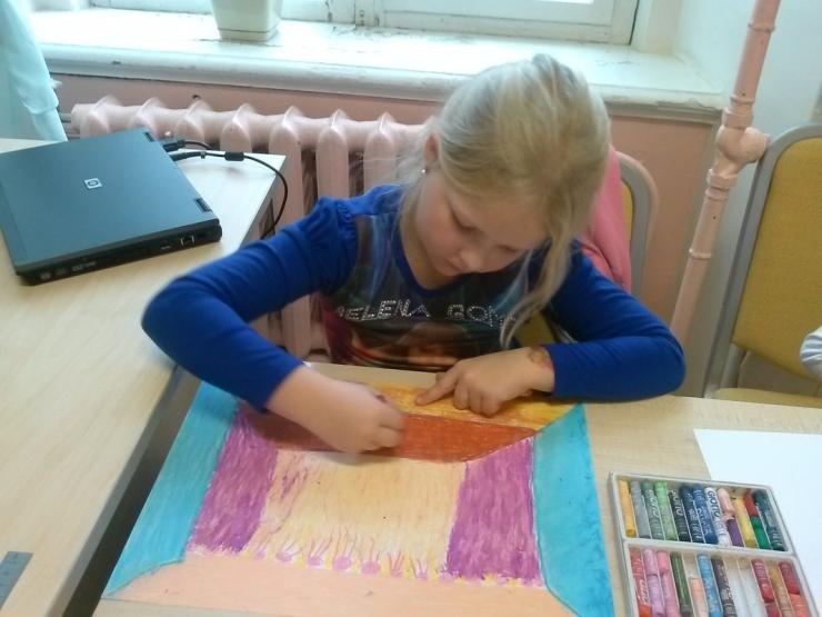 Lapsed, joonistama! Omniva paneb laste joonistatud kingitused postmargile