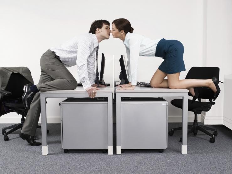 HEAD VALENTINIPÄEVA! 13% Eesti töötajatest on käinud kolleegiga kohtingul
