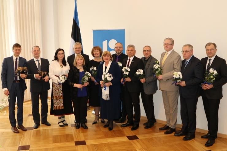 Maaeluminister tunnustas teenetemärkidega 11 inimest