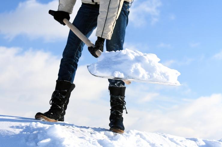 Katustelt tuleb liigne lumi õigeaegselt koristada