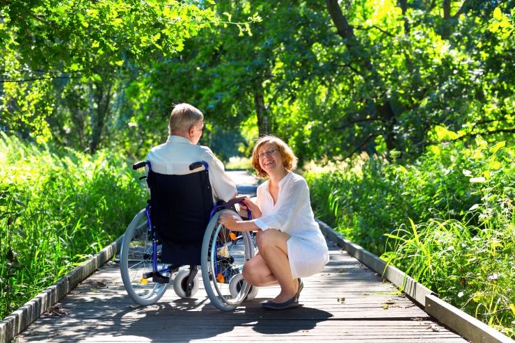 Sügava puudega inimese hooldaja saab õiguse tasustatud puhkusele