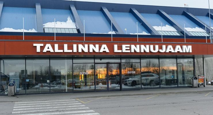 Tallinna Lennujaam sulgeb esmaspäevast reisiterminali esise sõiduautodele