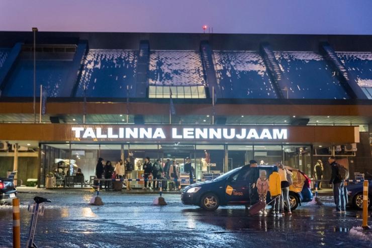 Tallinna lennujaam sulgeb tänasest reisiterminali esise autodele