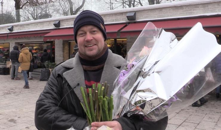 ROMAN: Kingin kallimatele lilli päris tihti