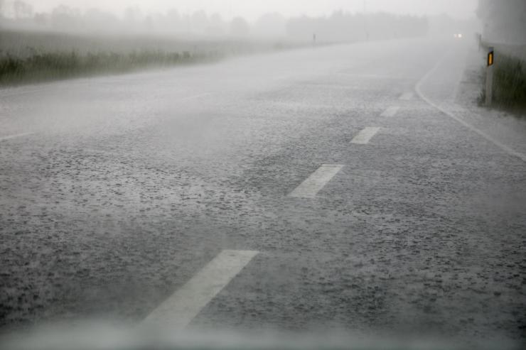 Öötundidel võib teedel piirata nähtavust udu