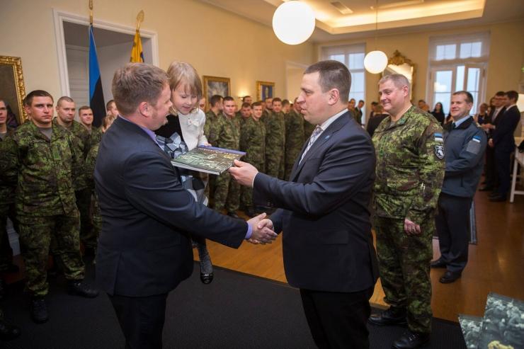 Peaminister Jüri Ratas tunnustas välismissioonidel teeninud sõdureid
