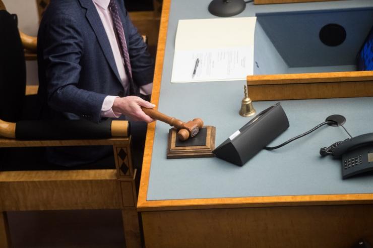 Riigikogus läbis esimese lugemise karistust sissetulekuga siduv eelnõu