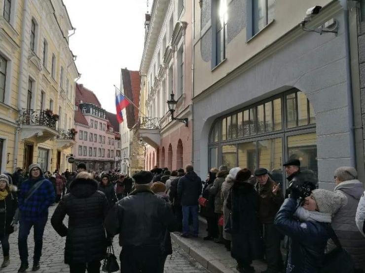 FOTOD! Eestis oli Vene presidendivalimistel lõunaks osalenud 13 000 inimest