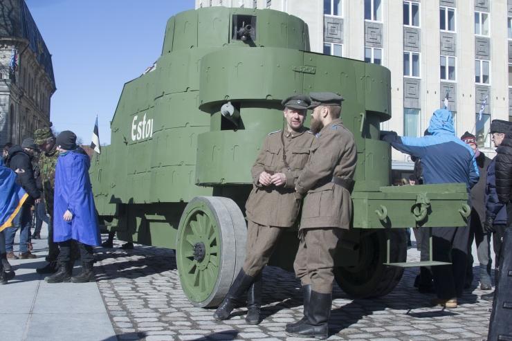 FOTOD JA VIDEO! Kaitseliit esitles Eesti esimest soomusautot