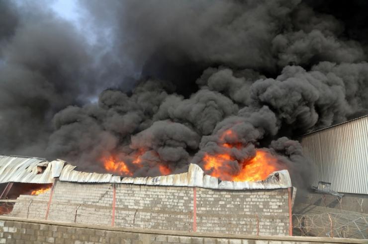 Mustamäel põles lahtise leegiga kortermaja rõdu
