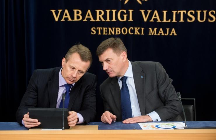 AHTO LOBJAKAS: Kus olid Ansip ja Ligi, kui Eestis pesti pankade kaudu raha?