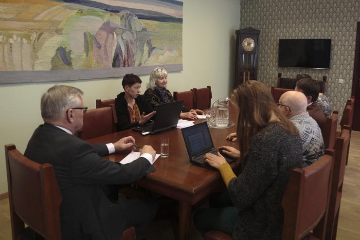 Maaeluminister ja mesinikud otsivad lahendusi pestitsiidide kasutamise ja metsauuenduse varjukülgedele