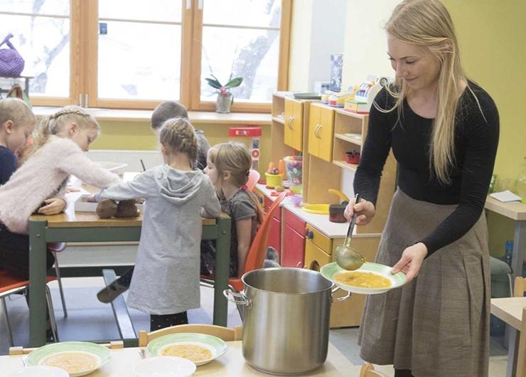 Linn soovib kolmes lasteaias ja koolis tasuta mahetoitu pakkuda