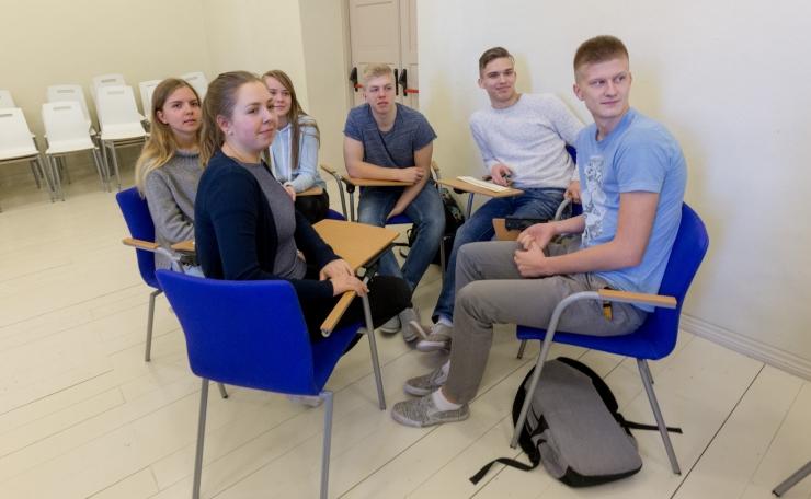 Gümnasistid Eesti eri paigus võtavad mõõtu mälumängus