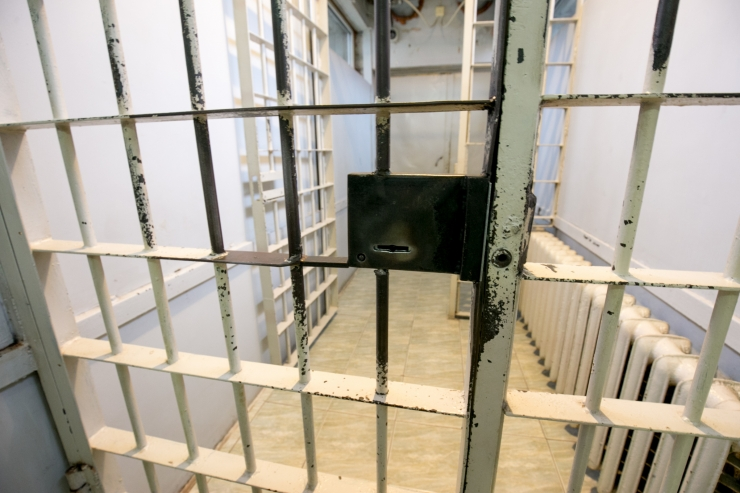 Õiguskantsler: Paide arestimajas napib päevavalgust ja ja ajalehti