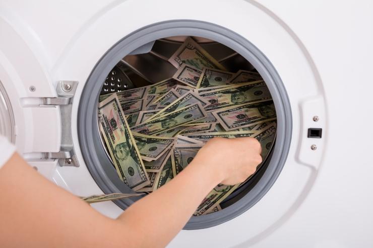 JUHTKIRI: Rahapesu jättis mustad plekid