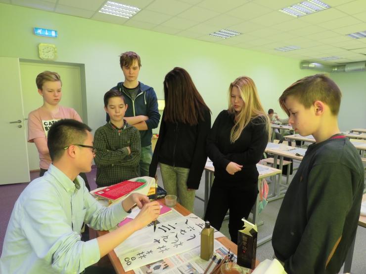 Põhja-Tallinn käivitab noortele tasuta koolituste ja heategevusaktsioonide sarja