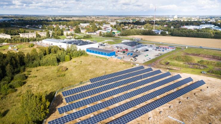 Riik toetab päikesepaneelide soetamist 1,4 miljoni euroga
