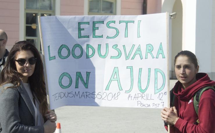 FOTOD! Teadlased ja teadussõbrad tulid teaduse toetuseks tänavatele