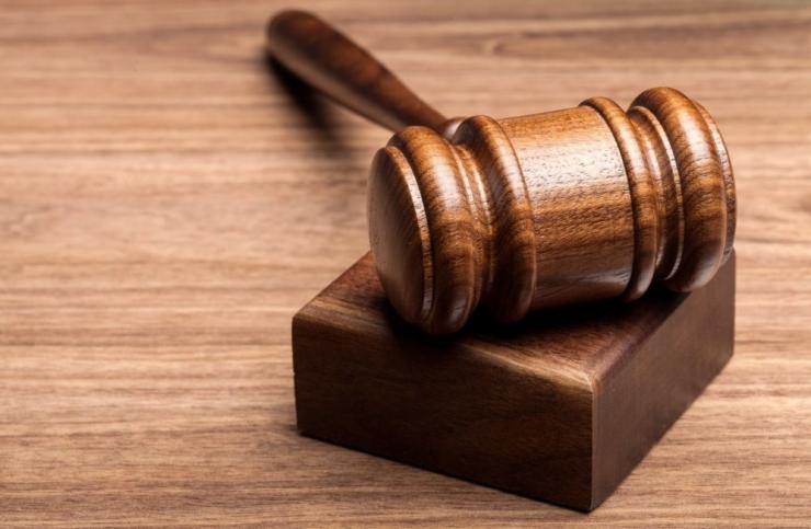 Noorel naisel lasub süüdistus oma mehe tapmiskatses