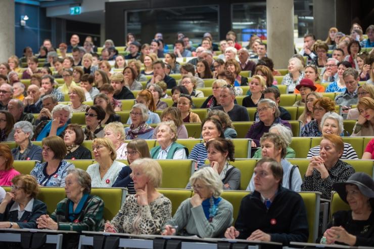 Tallinnas kogus ülemaailmne etteütlus 2500 osalejat