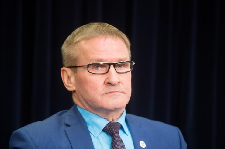Riigihaldusminister Jaak Aab astub tagasi jääknähtudega autojuhtimise tõttu