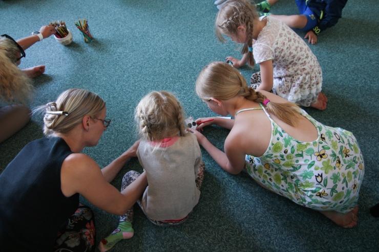 Tallinna Keskraamatukogus saab koolivaheajal lauamänge mängida ja nuputada