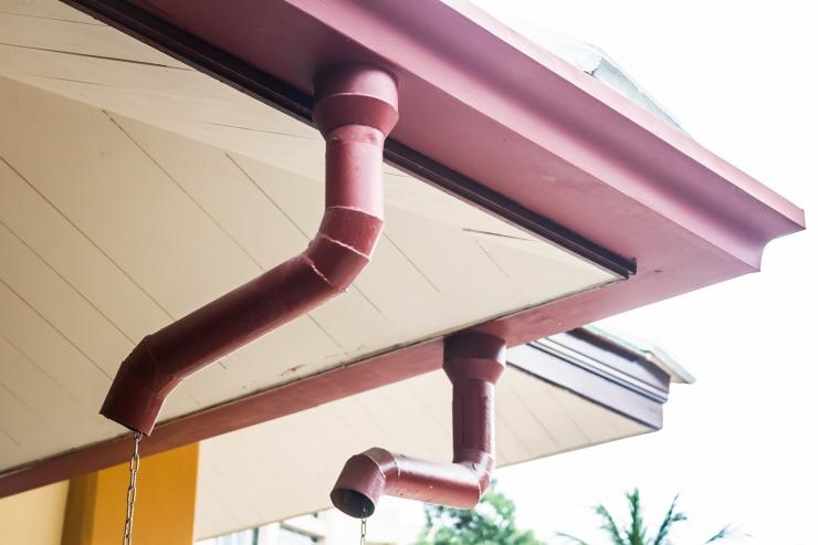 Toru lõhkes, katus tilgub läbi: millised on vajalikud kulutused?