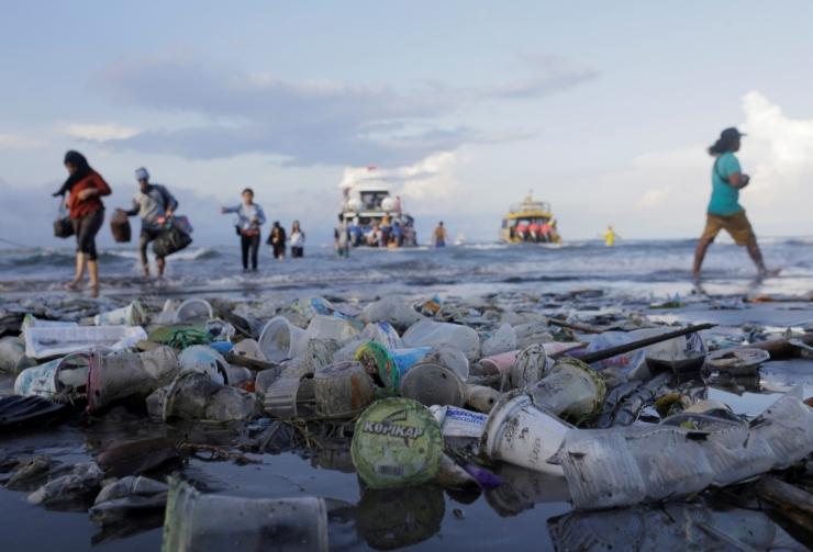 Suurbritannia plaanib juba järgmisel aastal vatipulgad ja plastikust joogikõrred ära keelata
