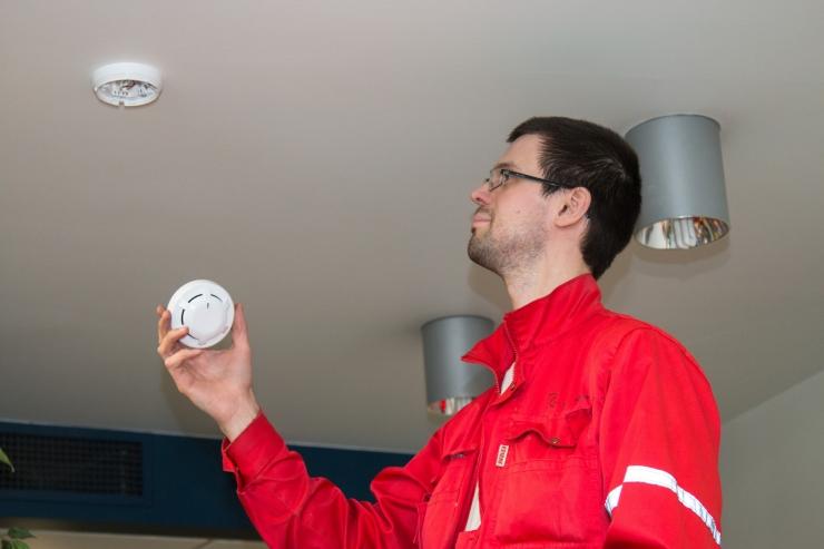 Päästeameti inspektorid kontrollivad kortermajades tuleohutust