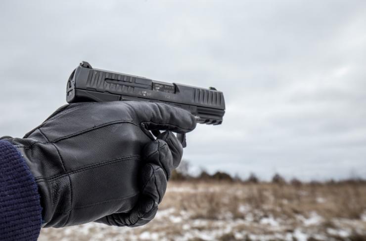 Politsei leidis purjutanud meeste juurest ebaseadusliku tulirelva
