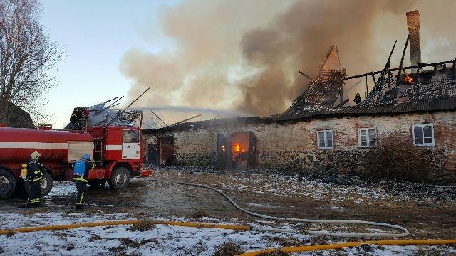 Linn toetab 5000 euroga tulekahjus hävinenud peamaja ülesehitamist