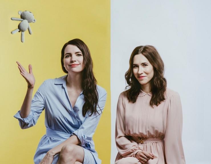 Liisi Koikson ja Mari Jürjens jutustavad emadepäeva puhul lauldes lugusid