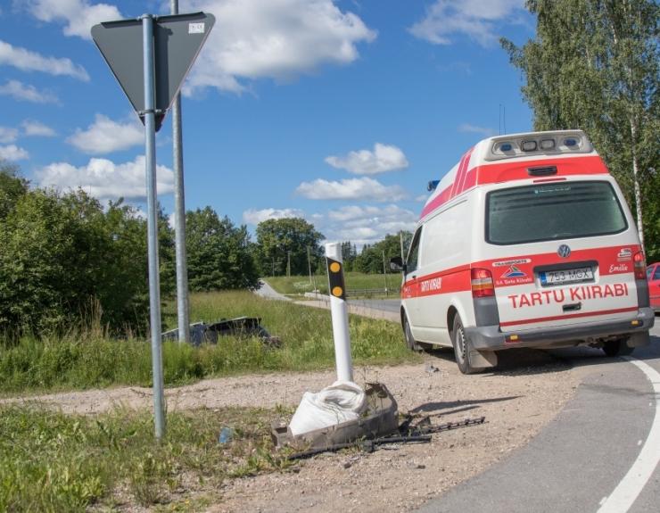 Kaubiku ja rongi kokkupõrkes pääsesid inimesed vigastusteta