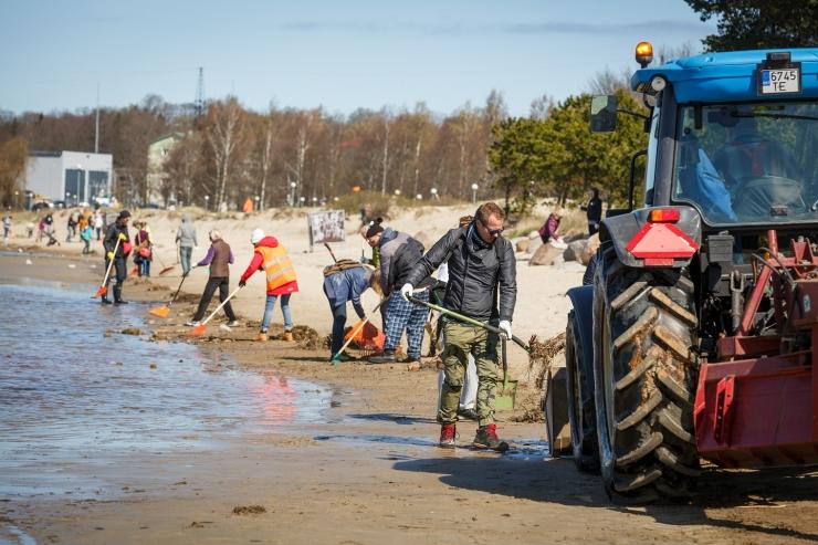 Stroomi rannatalgute käigus korjati rannaliivalt 20 tonni prügi