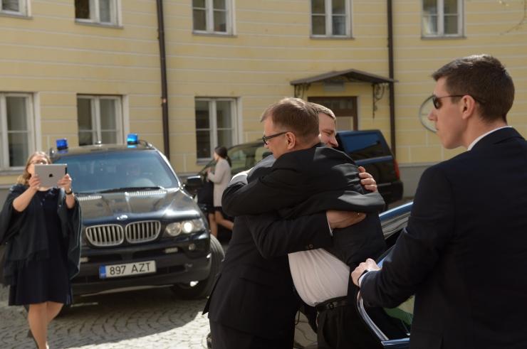 FOTOD! Eesti ja Soome valitsuste ühine tööpäev algas peaministrite sooja kallistusega