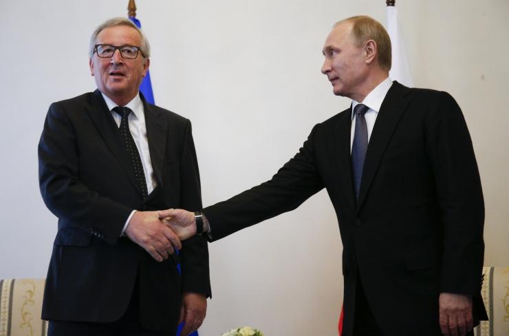 Euroopa Parlamendi saadikud taunisid Junckeri semutsemist Putiniga