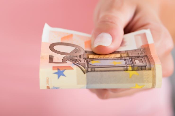 Palgatöötaja brutotulu kasvas mullu 7,6 protsenti 1155 euroni