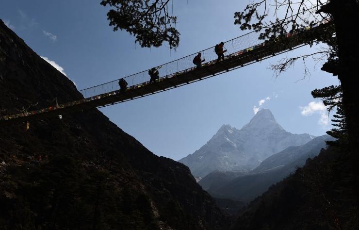 Esimesed alpinistid sel aastal jõudsid Džomolungma tippu