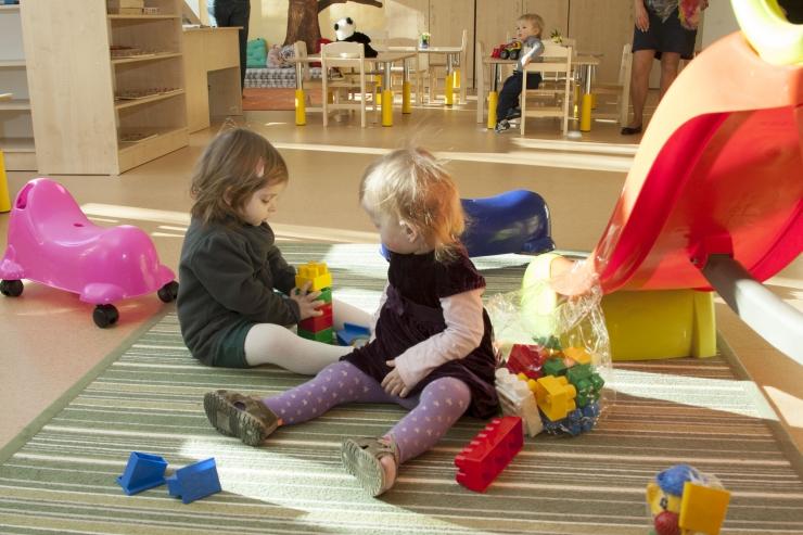 """Tallinna lasteaiad saavad kingituseks vahvad """"Triibustiku"""" komplektid"""