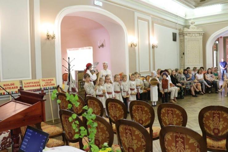 """Tallinna lasteaiad said kingituseks vahvad """"Triibustiku""""  komplektid"""