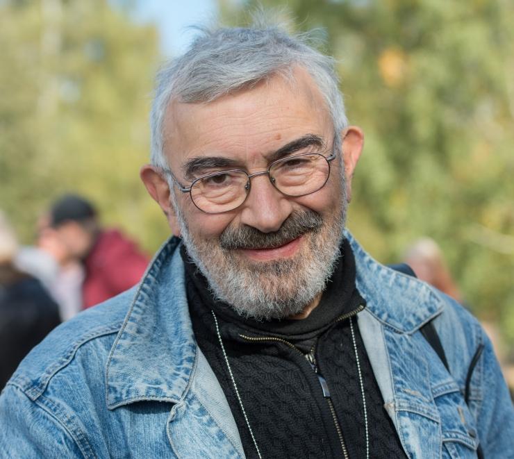 Aleksei Turovski juhendab mardikate joonistamise töötuba