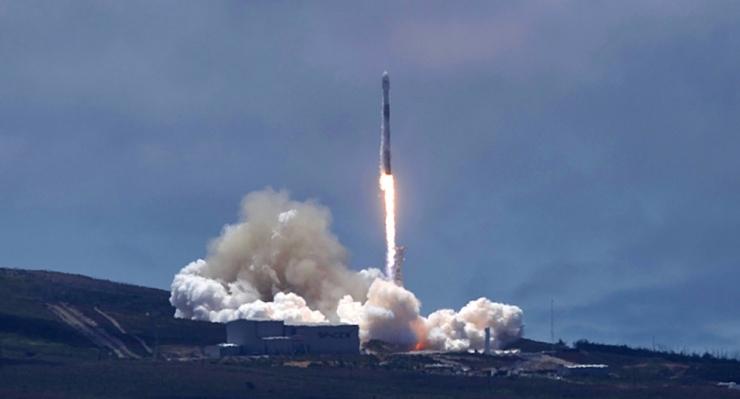SpaceX-i kanderakett viib kosmosesse kaks teadussatelliiti