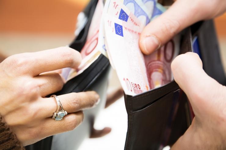 Rikkaima kümnendiku hulka kuulumiseks peab kuupalk olema üle 2000 euro