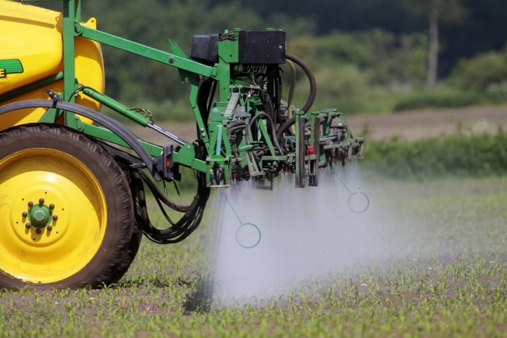 Eestis muudetakse glüfosaati sisaldavate taimekaitsevahendite müügi- ja kasutustingimusi